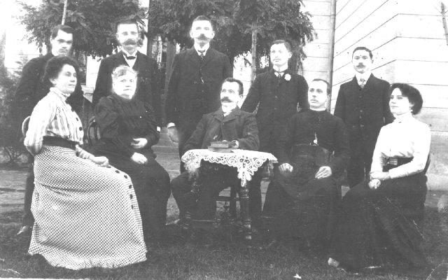 Teachers in Kerestur (1910)