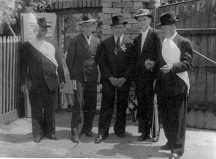 Bridegroom and officials - Mlodi, starostove i druzbove