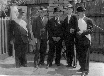 Bridegroom and officials - Mlodi, starostove i druzbove